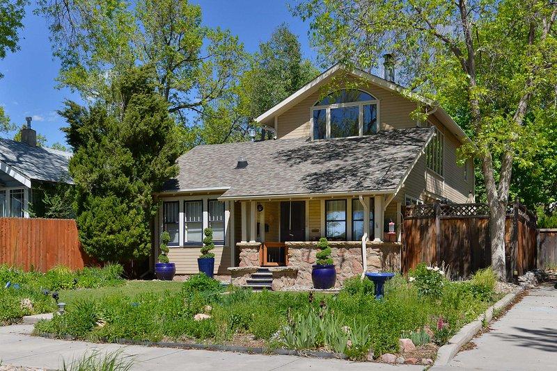 Entdecken Sie alles, was Colorado Springs zu bieten hat, wenn Sie in diesem 3-Zimmer bleiben, 2.5-Bad Ferienhaus Haus!