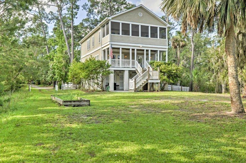 Entdecken Georgia geliebte Küstenstadt von einem 4-Bettzimmer, 4-Bad Savannah Ferienhaus Hause.
