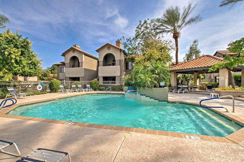 Idéalement situé à quelques-unes des attractions majeures de Scottsdale, ce 2 chambres, vacances condo location 2 salles de bains est sûr d'offrir un séjour inoubliable!