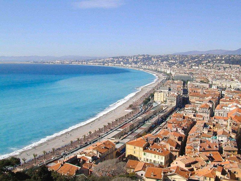 Cours Saleya et plage de Nice a moins d'une minute a pied de l'appartement