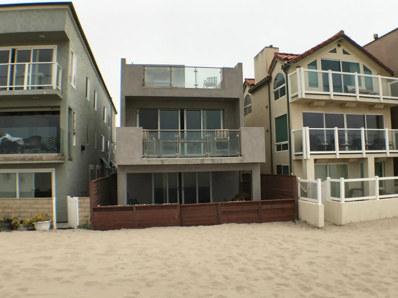 OCEANFRONT NEWLY LISTED 4 BD 3 BA HOUSE - BEAUTIFUL VIEWS!, holiday rental in Port Hueneme