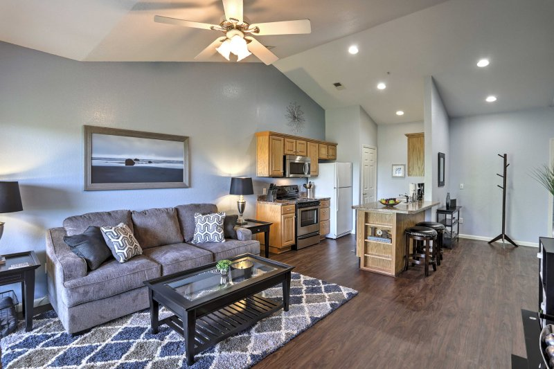 Condo w/Community Pool on 18-Hole Golf Course!, holiday rental in Kirbyville
