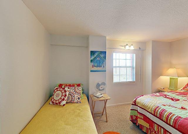 Fourth Bedroom - A vibrant fourth bedroom is perfect for small f