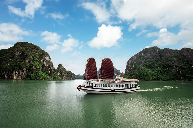 Genesis Halong Cruise Luxury Audio Guide, vacation rental in Quang Ninh Province