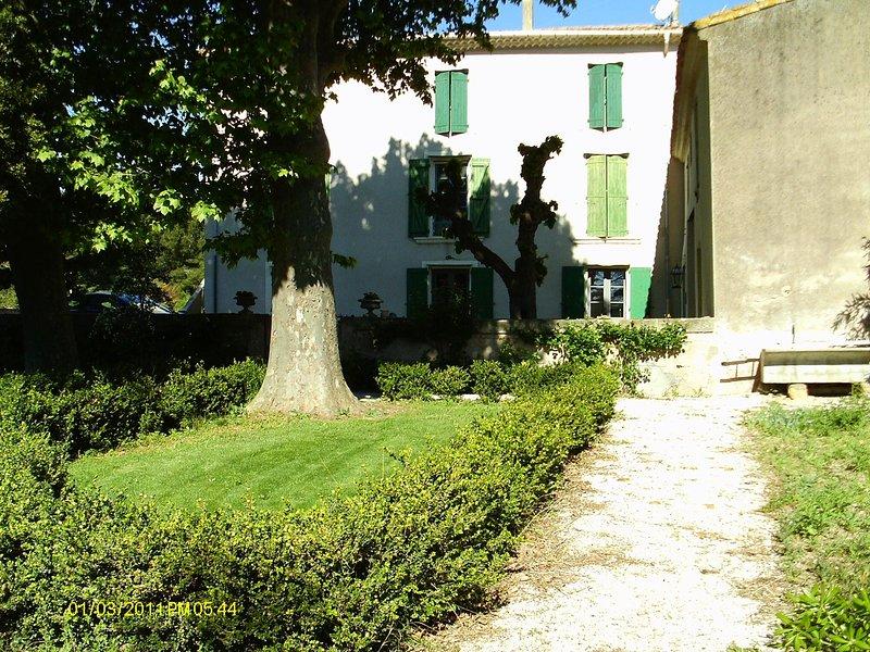 Appartement de 100 M2 environ T2, sur domaine equestre privé, vacation rental in Lezignan-la-Cebe