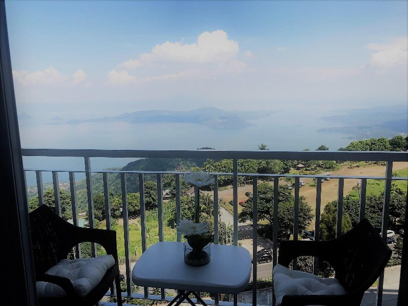 1 Bed Room Condo with a Amazing Taal Lake View!!!, holiday rental in Alfonso