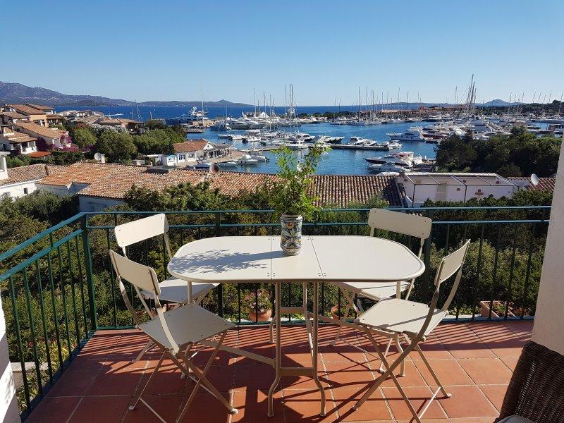 Vista meravigliosa sul porto!, holiday rental in Portisco