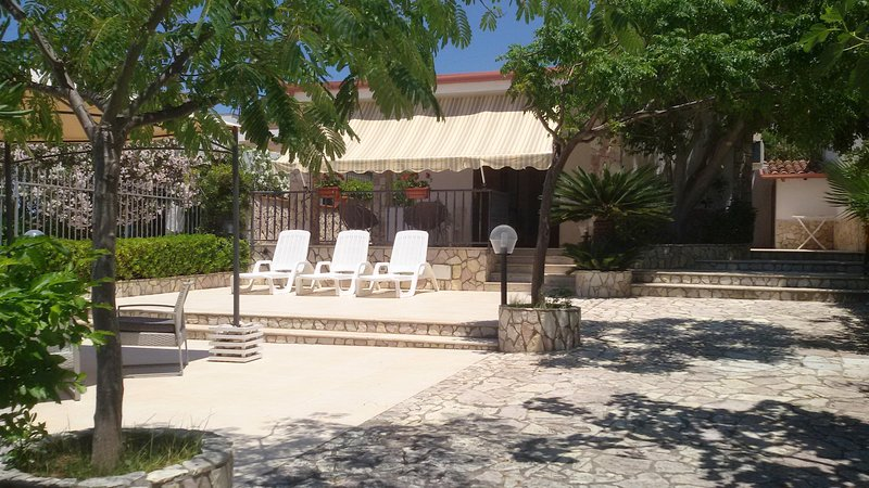 Villa Namali, just 100 meters from the beach !!!, vacation rental in Trappeto