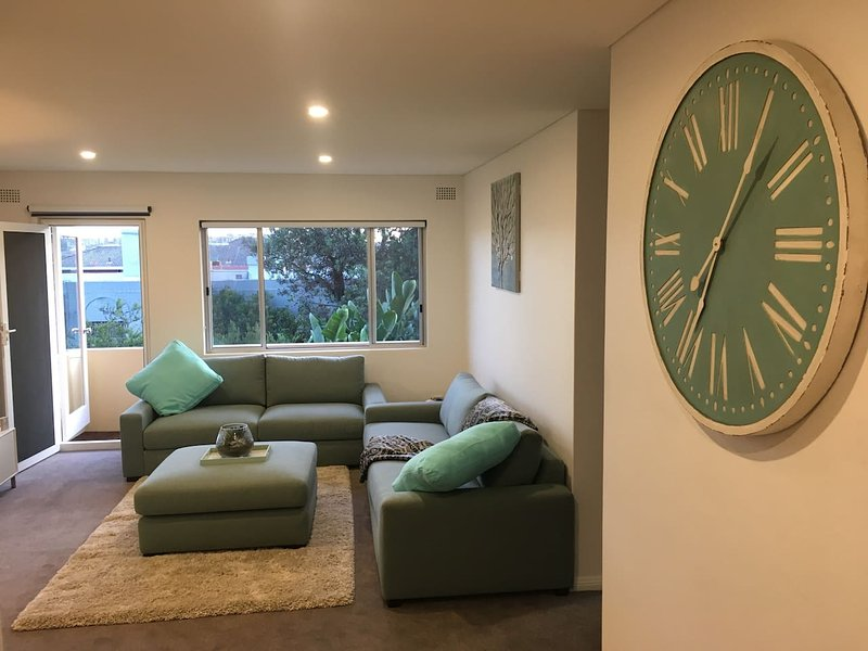 Maroubra Beachside Bliss w/Parking, holiday rental in Randwick