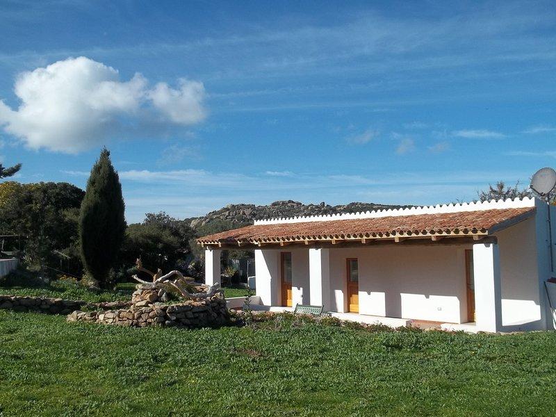 Casa vacanze, monolocali indipendenti con bagno privato ed angolo cottura., holiday rental in Tempio Pausania