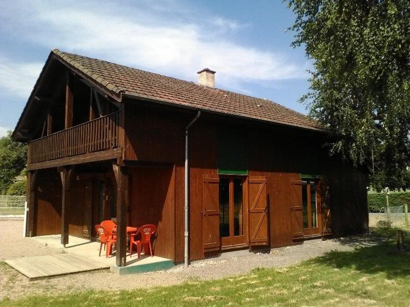 Chalet 8 personnes en Auvergne au Pays d'Urfé, holiday rental in Saint-Jean-Saint-Maurice-sur-Loire