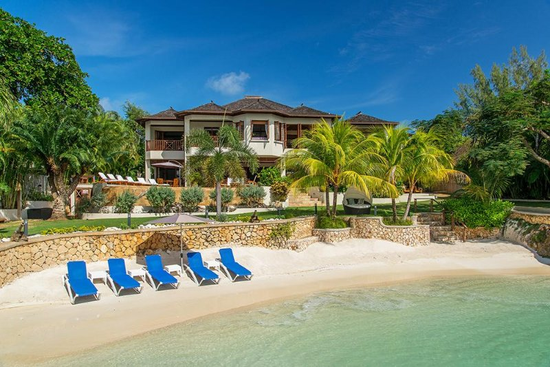 Beachfront on Discovery Bay