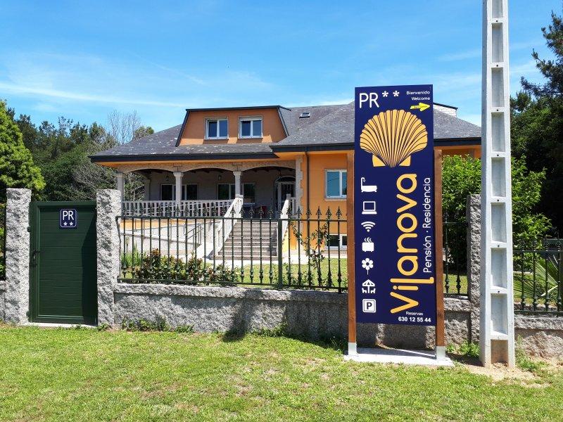 HABITACION DOBLE ADAPTADA MINUSVALIDOS, holiday rental in Touro
