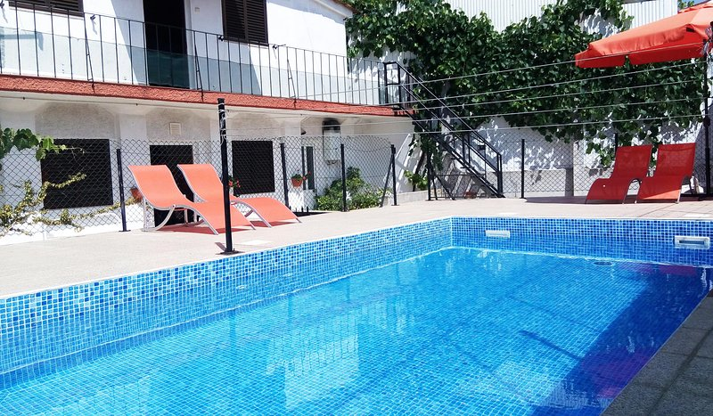 Floor0 in House with Shared Swimingpool, holiday rental in Recarei
