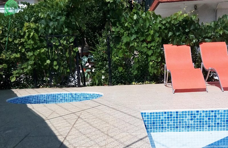 House with Shared Swimingpool, holiday rental in Recarei