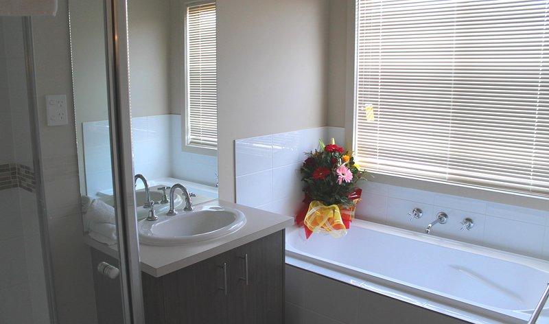 Die modernes und stilvolles Badezimmer