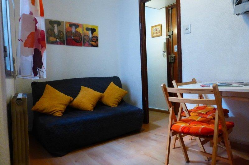 6 Pax - 3 Dormitorios - Wifi - Muy centrico, vacation rental in Madrid