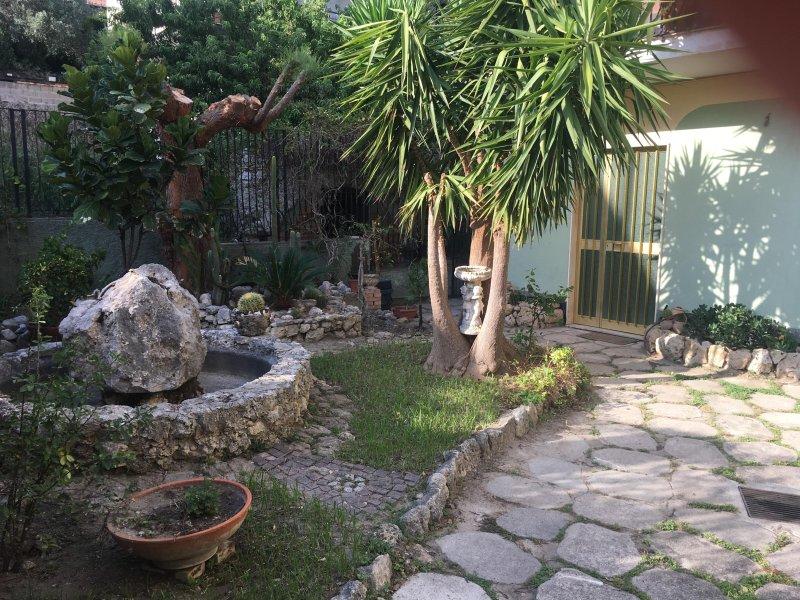 CASA TRACCA - NEL CENTRO DI ROCCELLA IONICA, holiday rental in Gioiosa Ionica