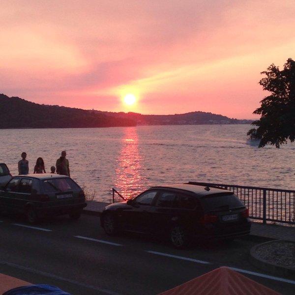 Beautiful sunset Room 2, aluguéis de temporada em Tisno