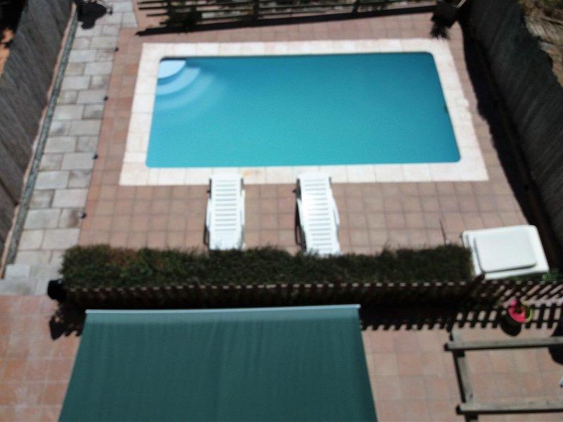 Piscina vista terraza habitación suite