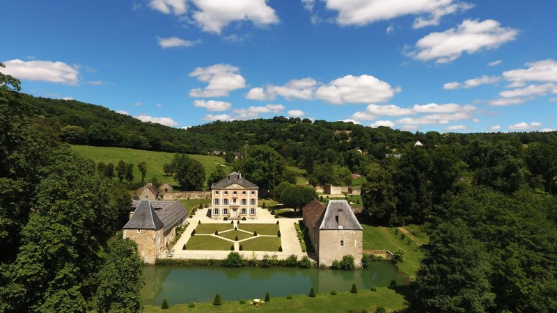 Charming chateau at the heart of Normandy ideal for family & friends reunions, vacation rental in La Villette