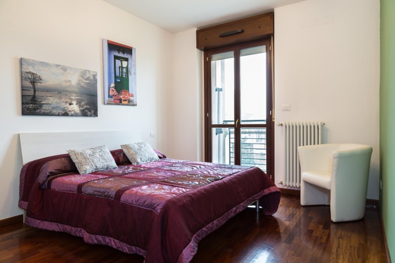 Modern apartment - Milano connected with Rho Fiera, vakantiewoning in Novate Milanese