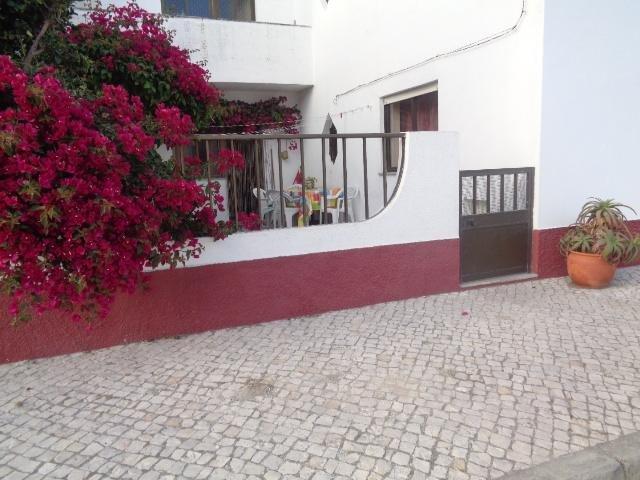 Peniche, house with garden 2 minutes from the beac, aluguéis de temporada em São Pedro