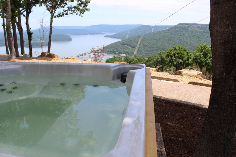 INDOOR POOL! SPECTACULAR VIEW! HOT TUB, FIRE PLACE, FIRE PIT!  Chatt TN 21 Miles, holiday rental in Whiteside