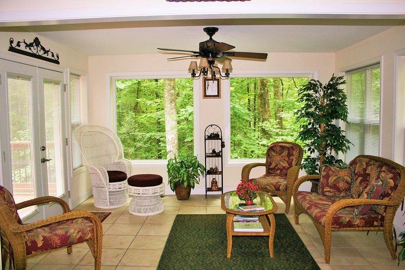 Sunroom w / Grande pittoresco di Windows