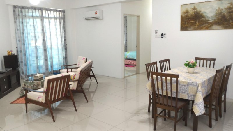 30min to airport 3 Bedroom Apartment, holiday rental in Tamparuli