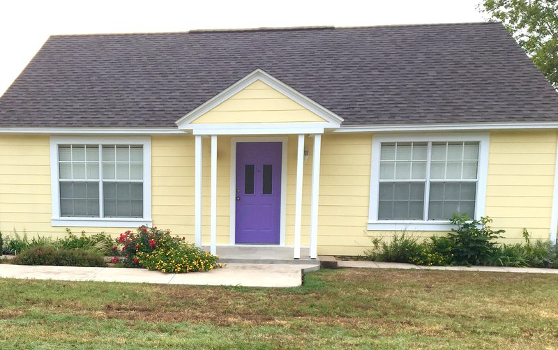 Seely House Bungalow, holiday rental in Haslet