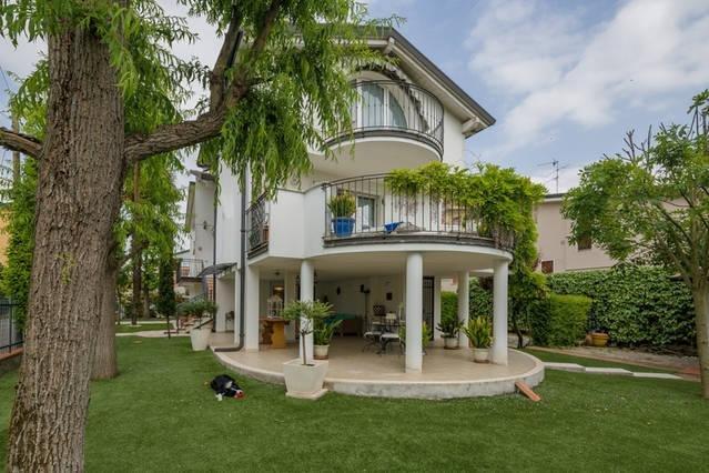 B&B VILLA IL GLICINE intero appartamento  a pochi chilometri da Mantova centro, location de vacances à Cerese di Virgilio