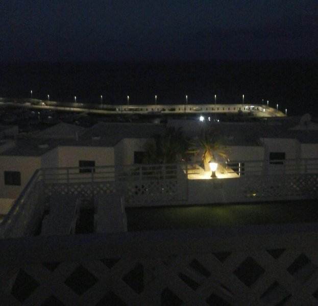 Con vistas al océano Atlántico en la noche