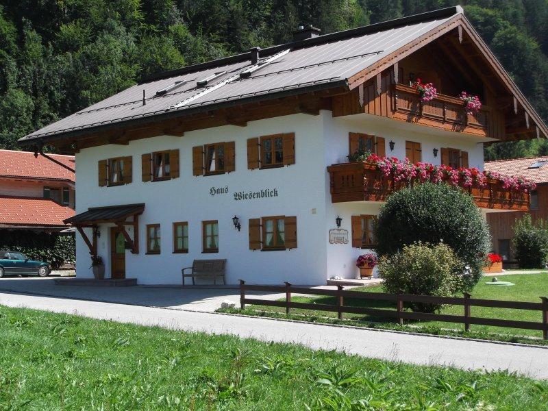 Komfort Wohnung 50qm, Urlaub, Erholung im Chiemgau, Chiemsee Nähe, Alpenregion, vacation rental in Ubersee