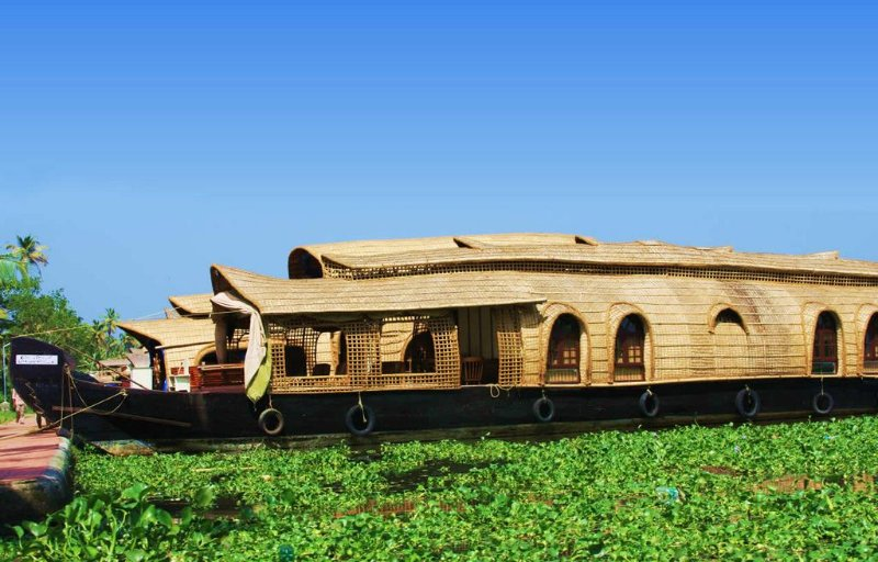 Private Deluxe AC Backwater Houseboat Cruise, holiday rental in Alappuzha
