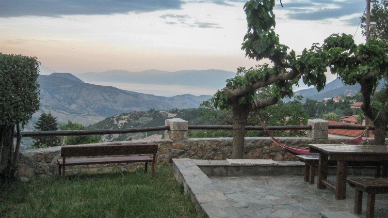 Eco friendly Cottage with Astounding View, holiday rental in Galatas