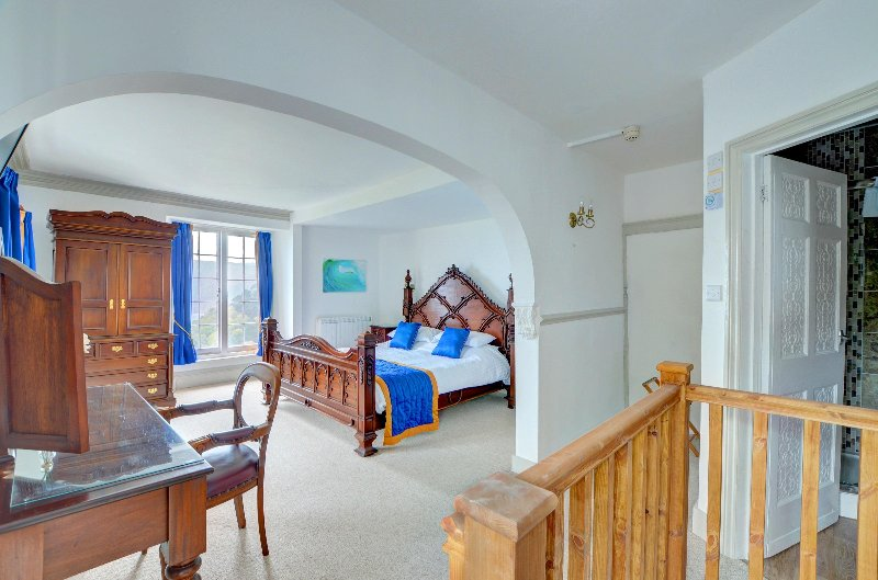 Master bedroom, 3 windows with sea view. Super king size bed. En suite shower room.