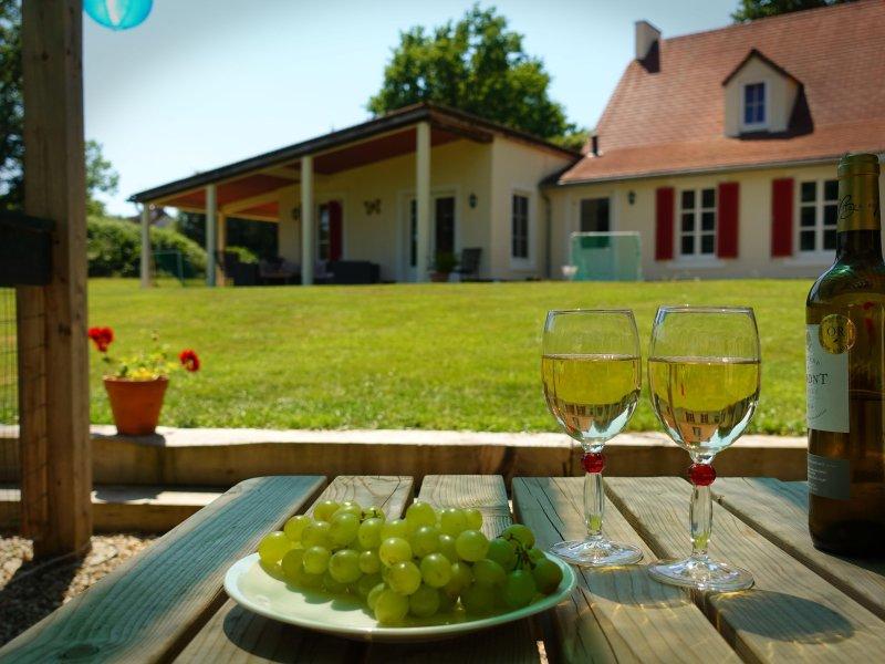 Royale vakantievilla omringd door rust, holiday rental in Saint-Sornin-Leulac