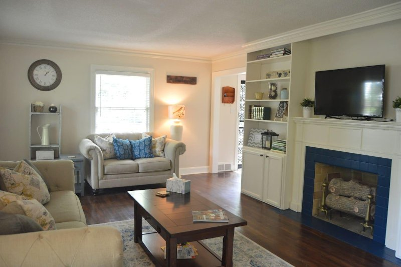 Midtown Colonial with 5 Real Beds-ALL FOR YOU, vacation rental in Southaven