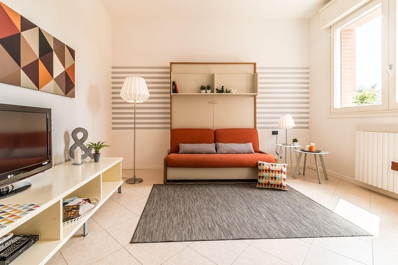 Open Space Bologna Fiera-Centro WI-FI high speed, holiday rental in Corticella