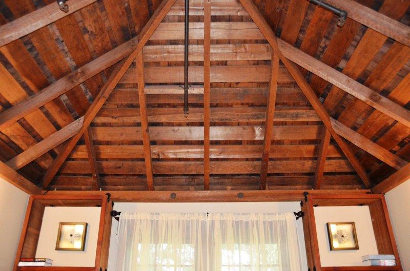 Gateway Arcata Stay Stay 2 BD / 2 BA Location de vacances plafond séquoia