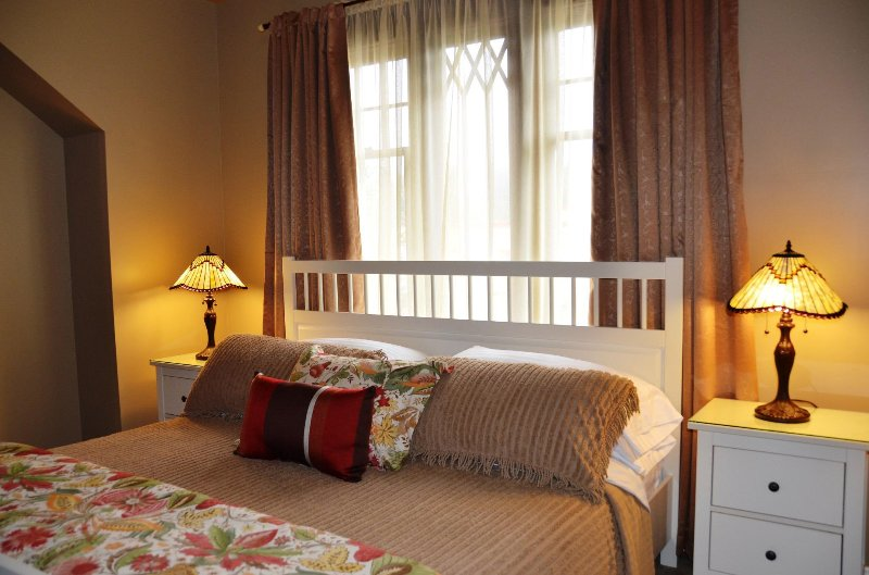 Arcata Stay Gateway Stay 2 BD / 2 BA location vacances chambre principale king Cal