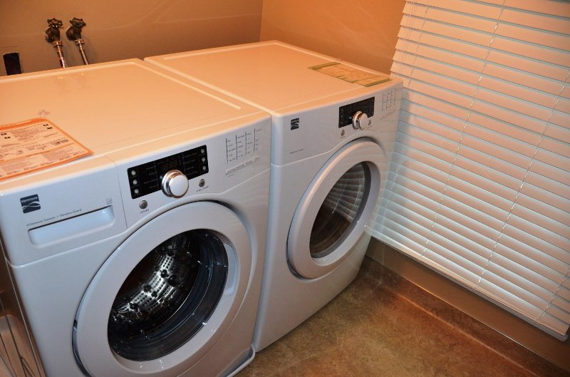 Arcata Stay's Gateway Stay 2 BD/ 2 BA vacation rental laundry