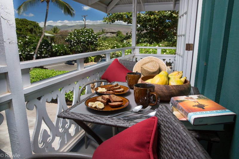 Outdoor dining for 2 with ocean views and a George Foreman grill