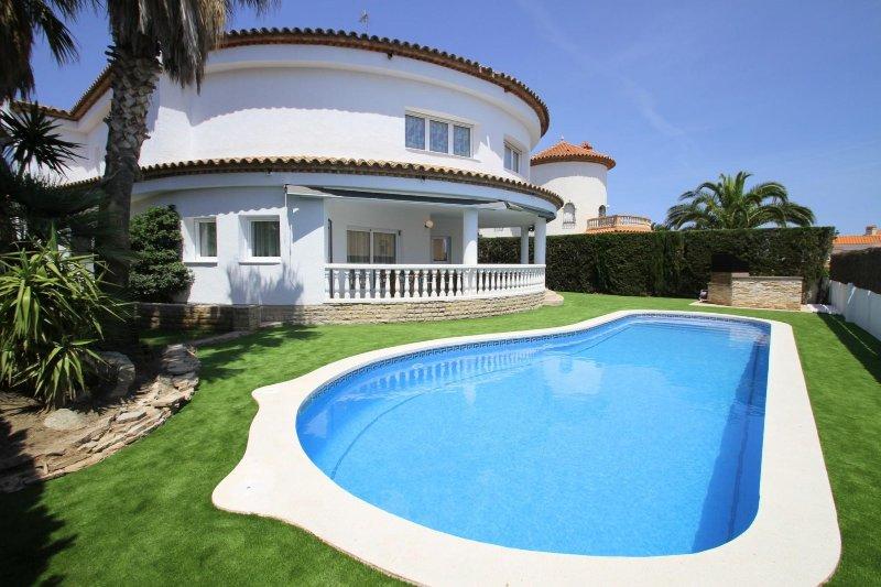 ALAMO Gran villa piscina privada y WiFi gratis, vacation rental in L'Hospitalet de l'Infant