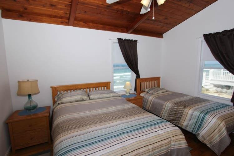 Bedroom with 1 full and 1 twin bed