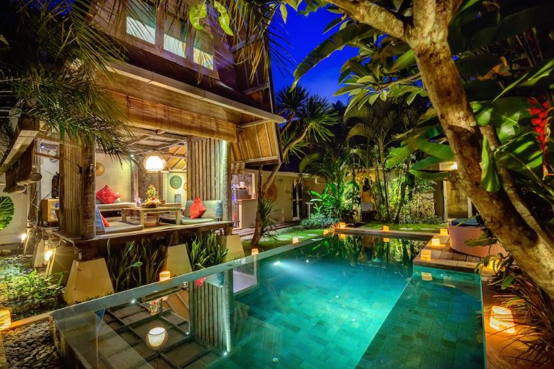 Villa Atlantis Romantic Luxury Escape In Seminyak Updated 2021 Tripadvisor Seminyak Vacation Rental