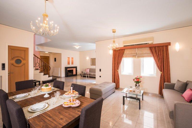 100 mt to the Beach & Grocery/Restaurant ★Spacious★3 bedrooms, location de vacances à Stalos
