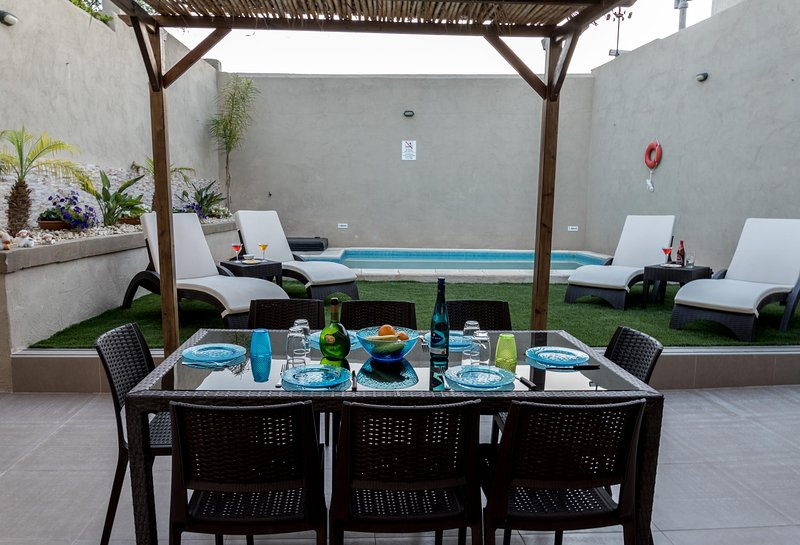 Villa Sunview in Rabat with pool and roof garden, vacation rental in Haz-Zebbug