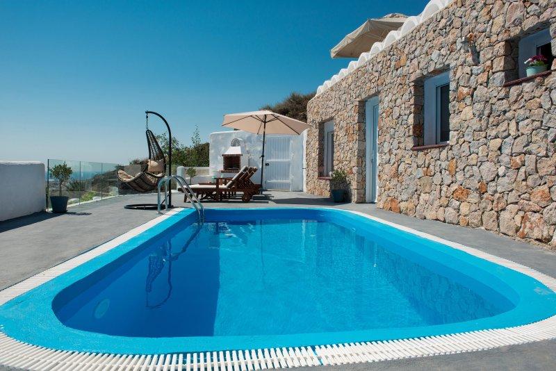 Dream Villa Santorini for 4, Private Pool, Aegean Sea View, location de vacances à Vourvoulos